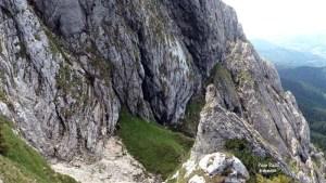 (11) Urcand pe valcelul Cabanierului - eu si Ana