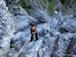 (229) Coborand pe valea Galbinele - eu la primul rapel